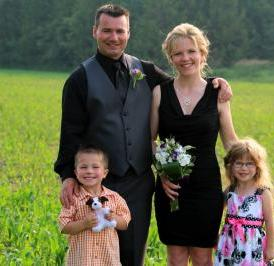 Amy Mills poses for a photo with her husband Jeff and children Joshua and Mikayla. They were at a wedding in Bancroft, Ontario (Canada), in the summer of 2013.