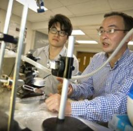 This image shows Xin Heng, left, Ph.D. student, and Cheng Luo, UT Arlington professor in the Mechanical & Aerospace Engineering Department.
