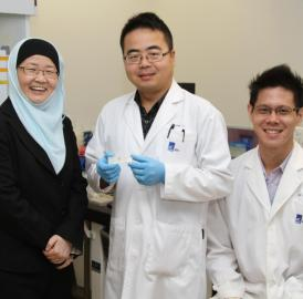 The IBN research team that developed this device comprises Executive Director professor Jackie Y. Ying, postdoctoral fellow Dr. Yi Zhang and research scientist Dr. Jianhao Bai (from left to right).